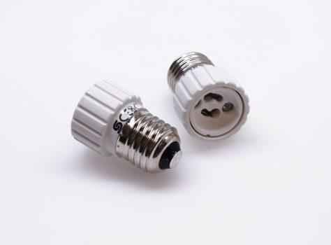 Foglalat átalakító adapter GU10->E27