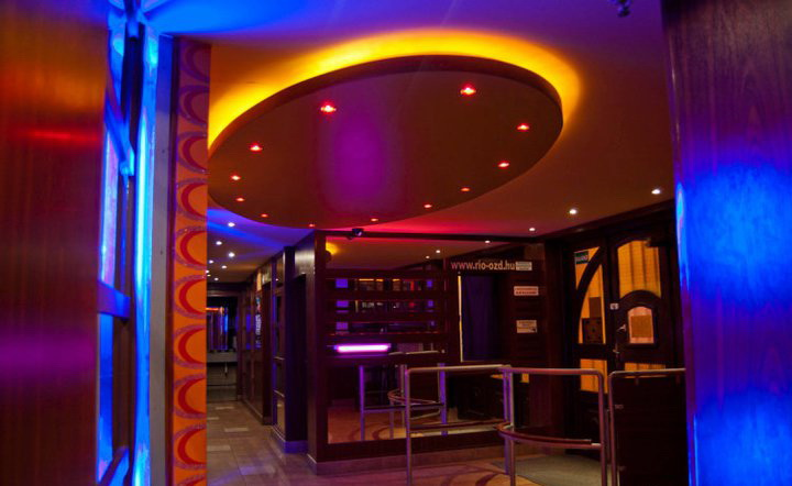 Szórakozóhely RGB világítással 4.