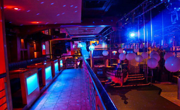 Szórakozóhely RGB világítással 7.